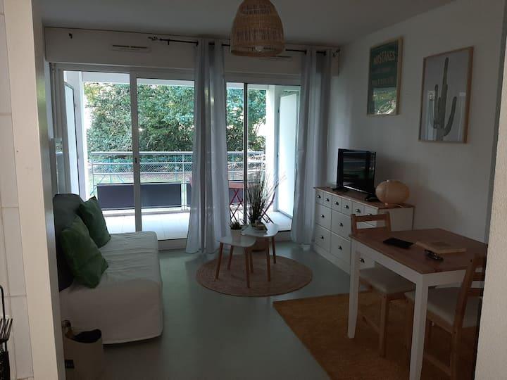 Anglet Joli Studio avec terrasse et parking privé