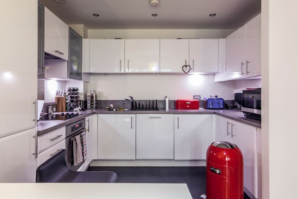 For your own use: Modern Kitchen with oven, integrated dishwasher, fridge/freezer and microwave plus good cooking area.