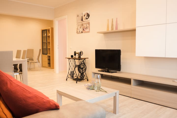 Renewed, colorful flat for families up to 7 guests