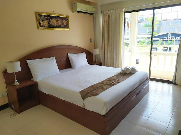 ★ Room with balcony 5 minutes walk from the beach★