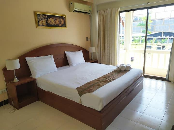 ★ Room with balcony 5 min. walk from the beach #2★