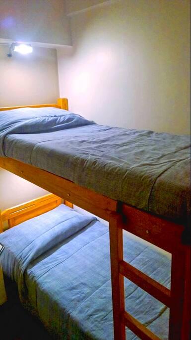 Room with bunk bed / Habitación con litera