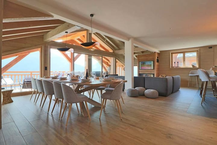 Brand new 5* chalet for 12 people
