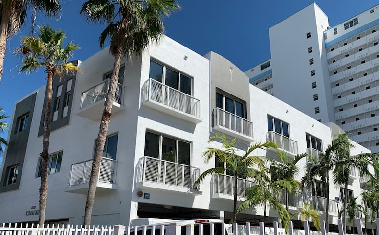 Luxurious Beach Townhouse Fits Everybody