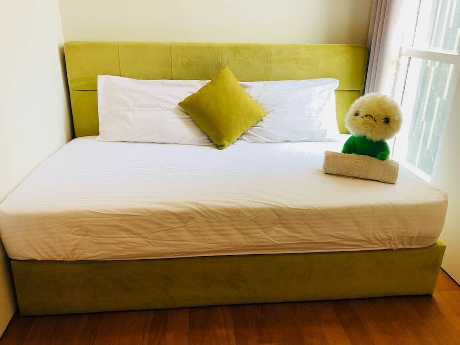 single bed + 2 extra mattresses