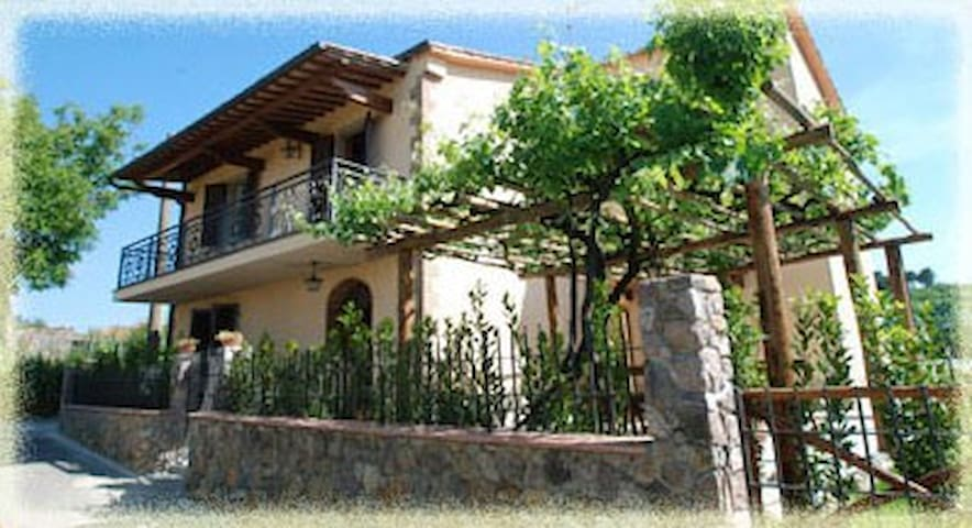 Splendida casa vacanze immersa nel verde toscano - Scalvaia