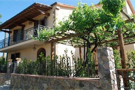Splendida casa vacanze immersa nel verde toscano - Scalvaia - Вилла