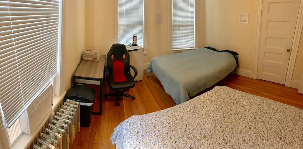 *FEMALE-ONLY* Shared Room by the Franklin Park 4.2