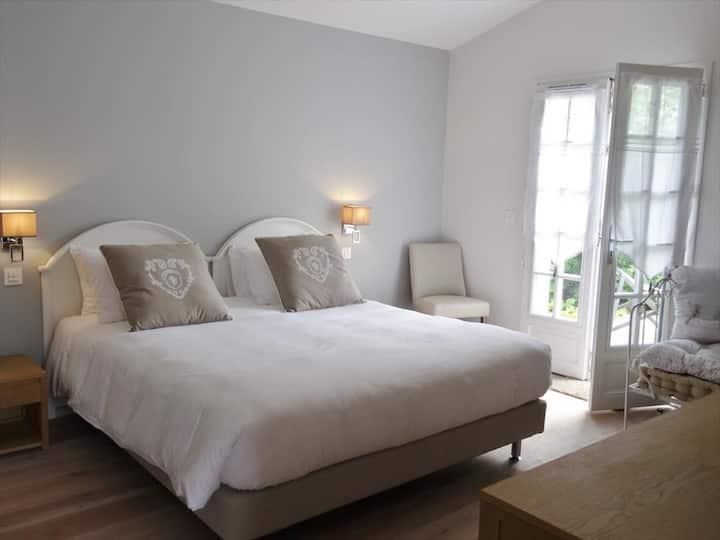 Junior Suite au coeur du Pays Basque, située dans un charmant Boutique-Hotel avec Spa