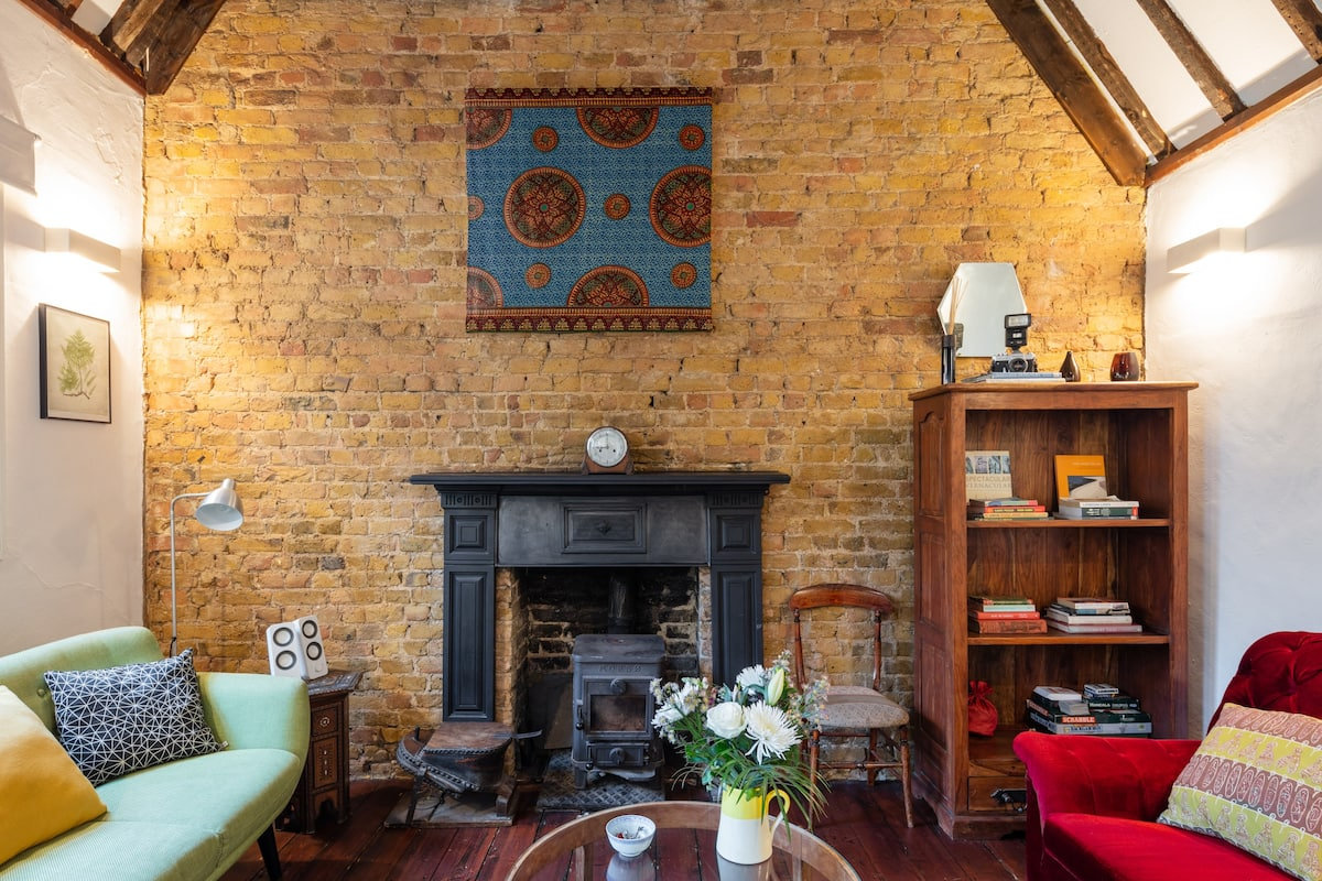 Charmingly Converted Vicarage near Bookshops and Galleries