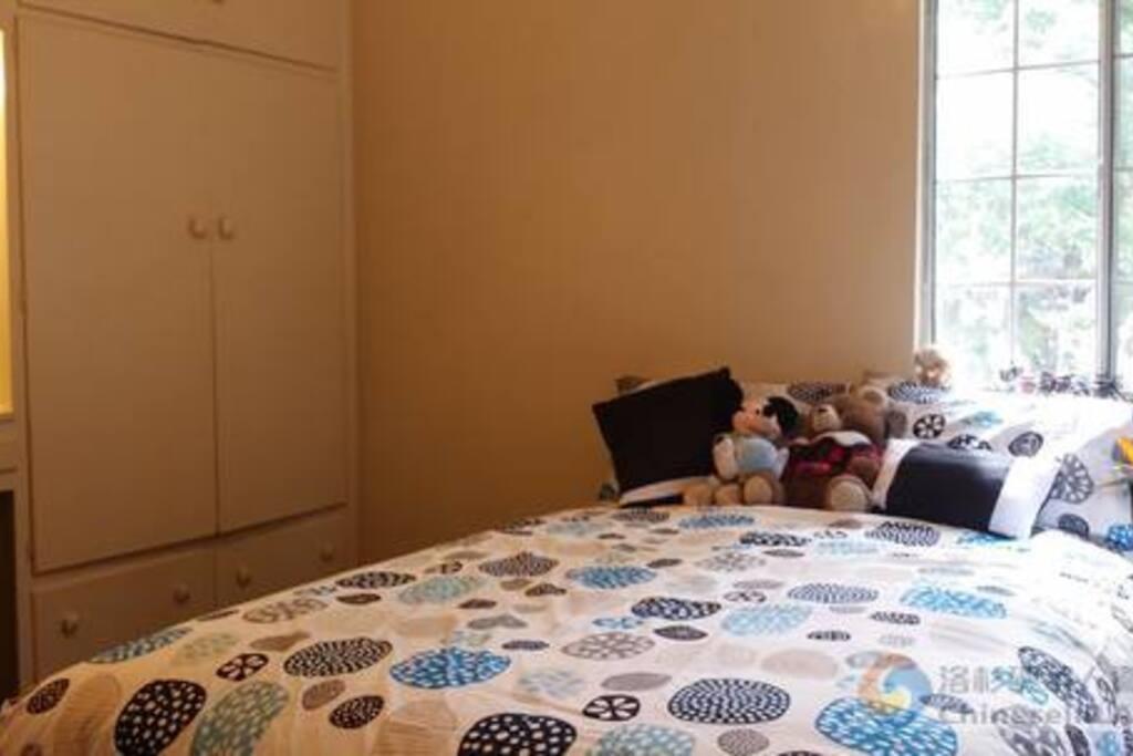 2 people Main room