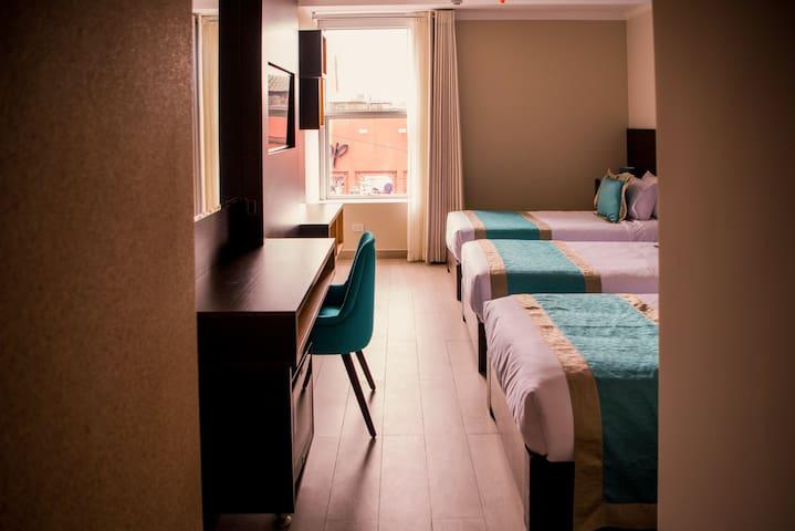 Luxury Triple Bed&Breakfast Meet Lima Town