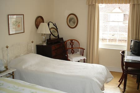 Central  Historic House Twin Room shared bathroom - Abingdon - Bed & Breakfast