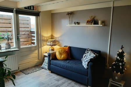 Appartement met balkon in levendige wijk