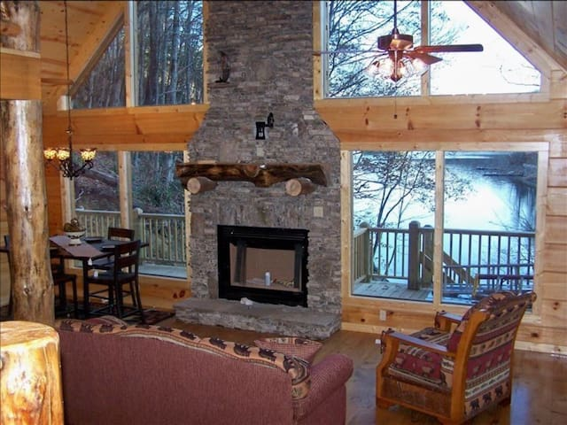 Peaceful Cabin with a Theater Room!