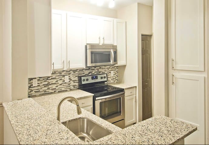Entire 2bed en-suites. 4mins to sugarloaf mall