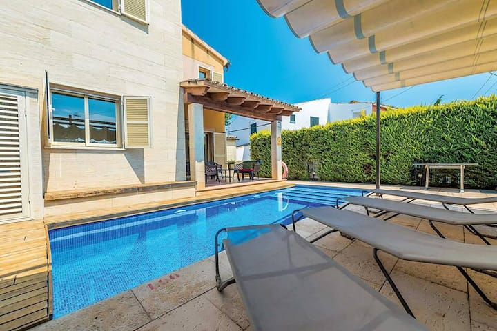 Villa Ca S'Ingles for 8 with pool close to beaches