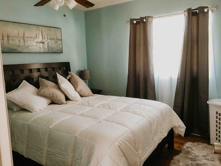 COZY Private Room, close to Siesta Beach!