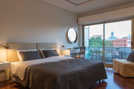 República B&B & Arts: grande quarto com varanda Q8 - Lisboa