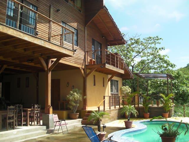 AVELLANA BEACH-TAMARINDO  BIG HOUSE