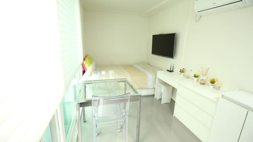 hunky's house~white&black harmony깔끔!wifi free.