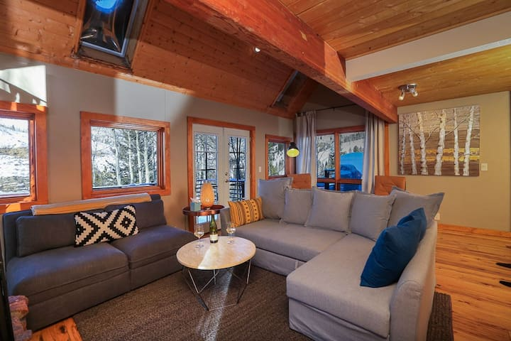 Snowberry Chalet: Spectacular Views; Near Vail Bus