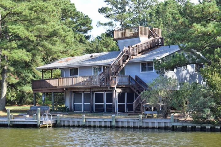 Topaz- 4 BR Canalfront, Screened Porch, Oyster Bay