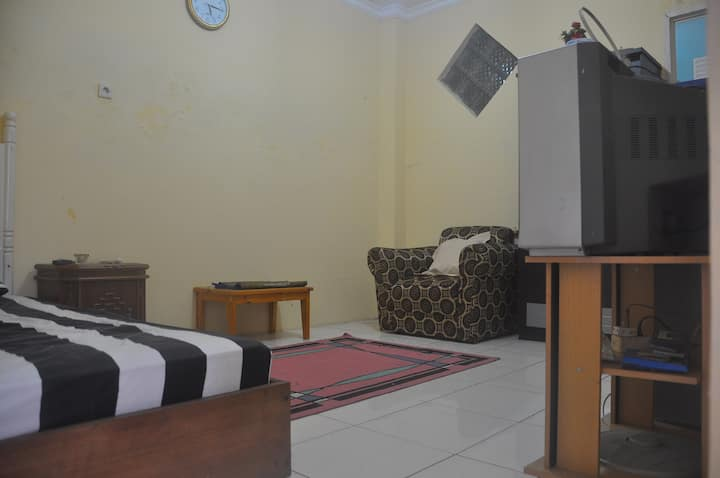 Cheap Comfy Room West Jakarta