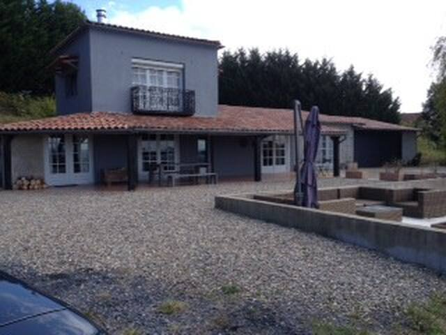 Prettig huis op 11ha landgoed - Armous-et-Cau - House