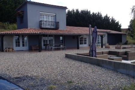 Prettig huis op 11ha landgoed - Armous-et-Cau - Σπίτι