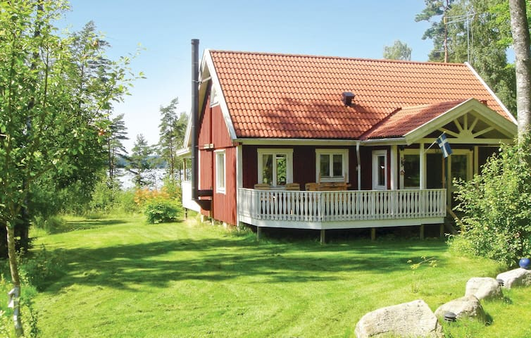 Holiday cottage with 2 bedrooms on 95m² in Annerstad