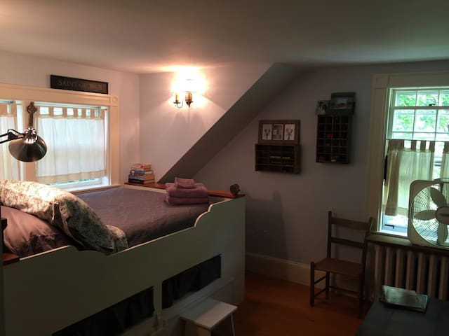 Duxbury antique home near beach (1 of 2 rooms)