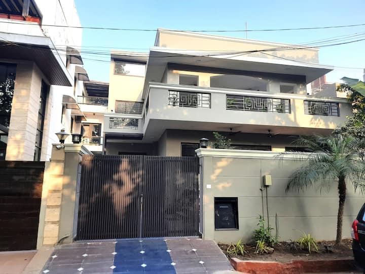 Charming 4 Bedroom Duplex Villa Opp 2 Galleria MKT