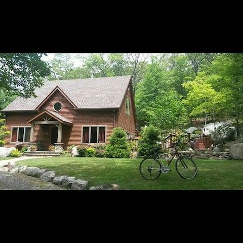 Lovely Timber Frame Tuxedo,NY Home Near Warwick Be