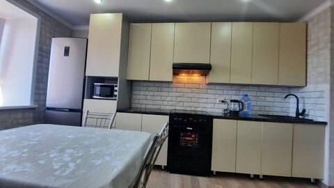 Chic Yeni konut kompleksinde beş uyku yeri bulunan 1 yatak odası