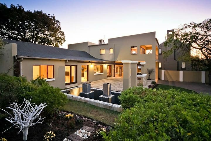 Secured living in craighall park - craighall park - House