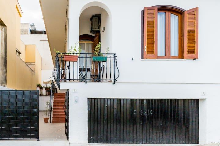 Agata's house near the beach with parking & wi.fi