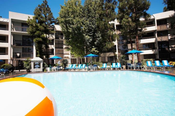 Anaheim 1 Bdr Family Suite 15 min to Disneyland