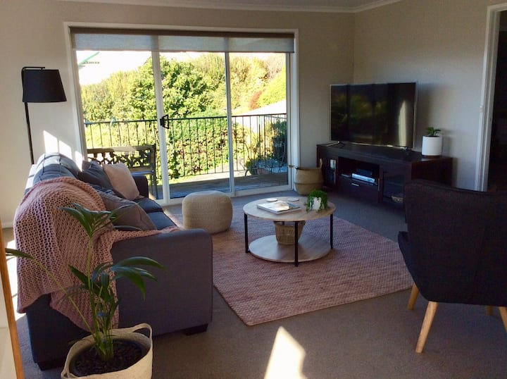 Villa on Elphinstone - close to North Hobart Strip