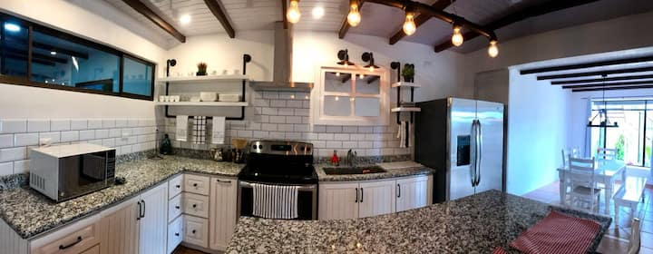 Beautiful House -Casa Los Madriz  (Suite 2)