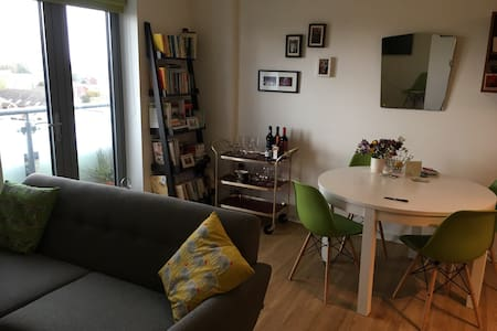 Large double bedroom in London's trendy east end - London