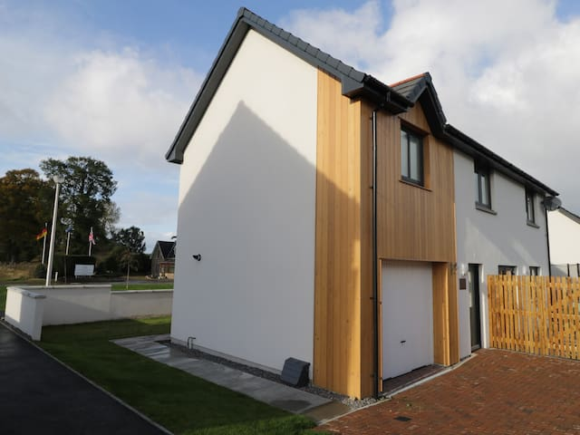 ABOYNE, pet friendly, with a garden in Forres, Ref 991902