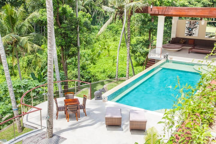 Master Suite in Luxurious Jungle Villa in Ubud