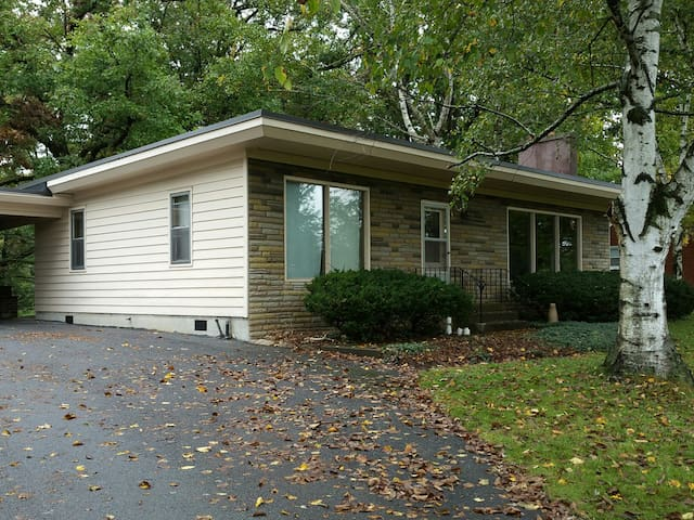 PSU wknd football rental, private, 2 bdrm house - Bellefonte - Casa