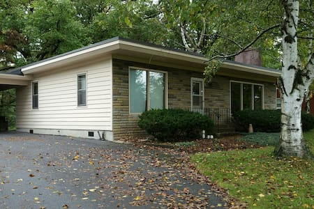 PSU wknd football rental, private, 2 bdrm house - Bellefonte - 独立屋
