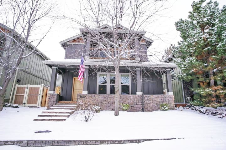 Beautiful Home on the desirable West Side of Bend!