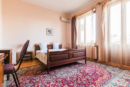 HOTEL IN THE CITY CENTER TWIN ROOM - Tbilisi - Bed & Breakfast