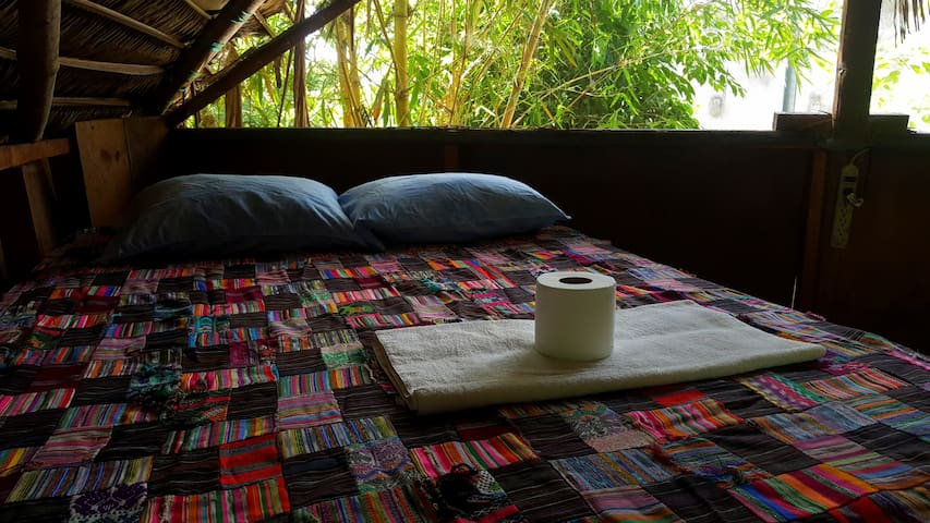 Super comfortable bed with WiFi access Treehouse  dawn listening to the sound of nature