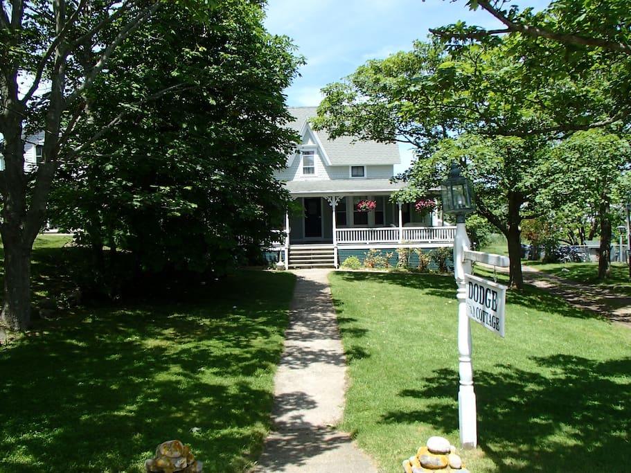 Dodge Cottage Hotels For Rent In New Shoreham Rhode