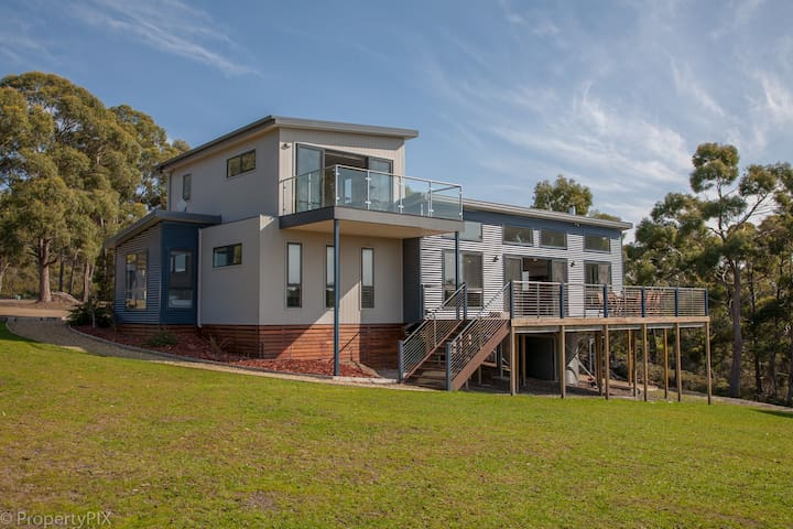 Yarrabee 3br; Amazing Views 17 Acre Nature Reserve